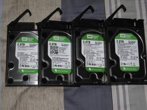自豪的硬盘阵列,2TB*2+3TB*2,以后有机会继续升级