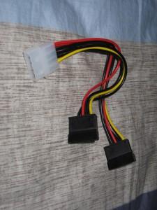 SATA电源线,没有这个硬盘或光驱就得歇菜