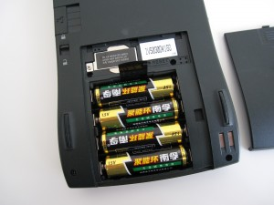 MessagePad 120 uses a CR2032 for backup and 4 AA batteries, or rechargeable battery pack
